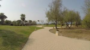 Paseo entre playa y hoteles